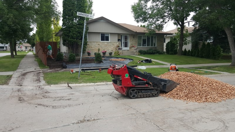 front-yard-landscaping-winnipeg (5)
